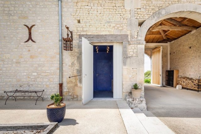 ✨Step inside our Cinema Lumiére; a beautiful, 17th century barn, sensitively converted into a boutique cinema at the brand home of Grey Goose Vodka, just outside of Cognac, France...✨ . #architecture #architects #architecturephotography #architecturelovers #architect #designer #designinspiration #designinspo #cinemadesign #boutiquestyle #boutiquecinema #interiordesign #interiordesigner #chateau #chateaustyle #bespokedesign #frenchcountrystyle #luxuryliving #luxurytravel #greygoose #cognac #francetourisme #france #frenchstyle #convertedbarn #designheroes #designcraft #architectdesigned #designstudio #appliedstudio